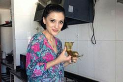 bfa international student eating zongzi